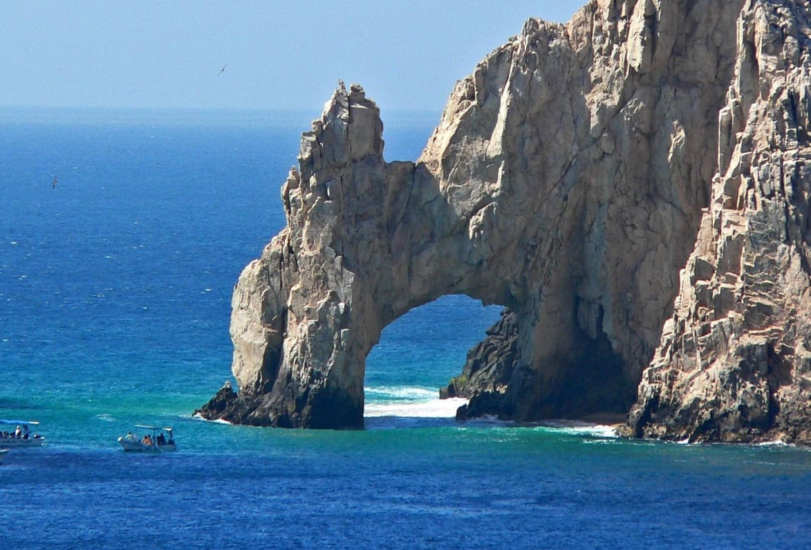 Los Cabos is the perfect place for your golf vacations, & Cabo Golf Deals is the perfect place for your golf packages. Want to stay, check out our Real Estate options on or off the golf course. The famous arch near the heart of Cabo San Lucas. Where the Sea of Cortez meets the pacific.