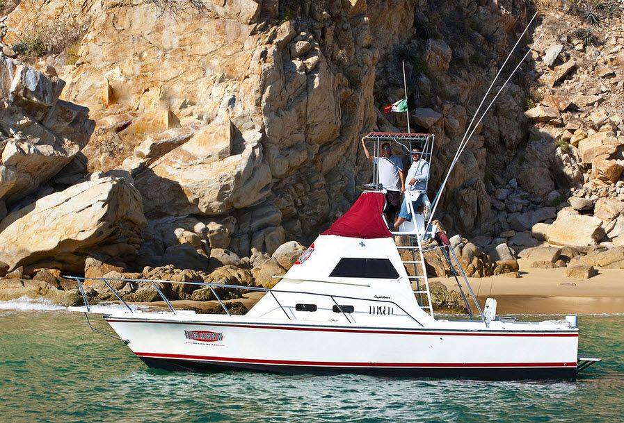 RedRum Sport Fishing 32ft Crystaliner yacht charter, best for cabo offshore fishing and Marlin Fishing in Los Cabos